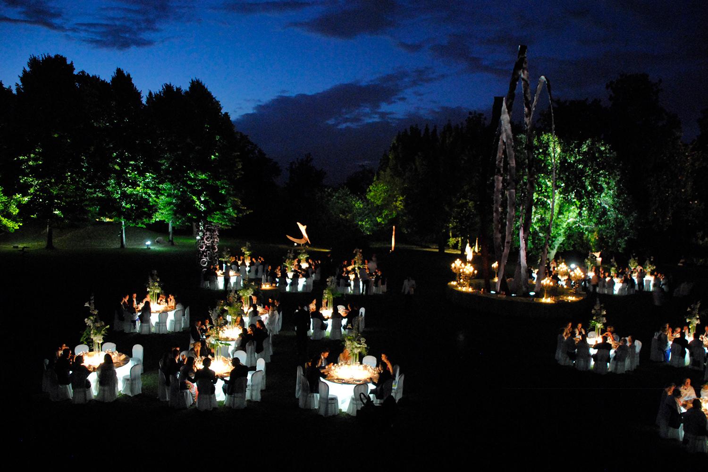 Illuminazione per matrimonio in giardino