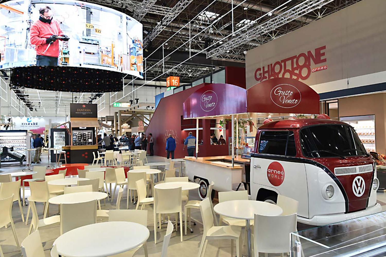 Illuminazione per showroom e attività commerciali | stand arneg euroshop dusseldorf